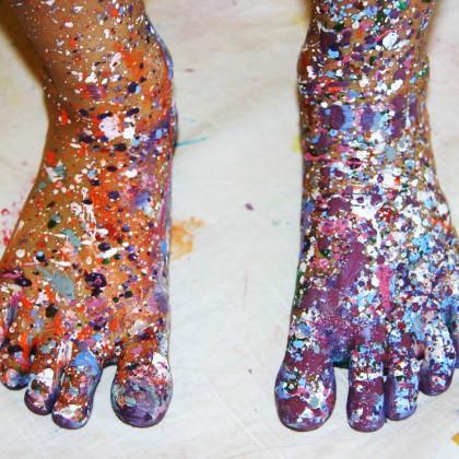 足の絵の具