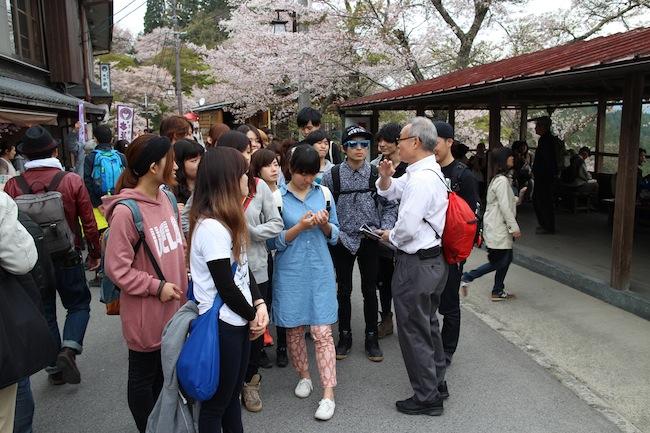 桜の満開時期だったので、参道は大賑わいでした。