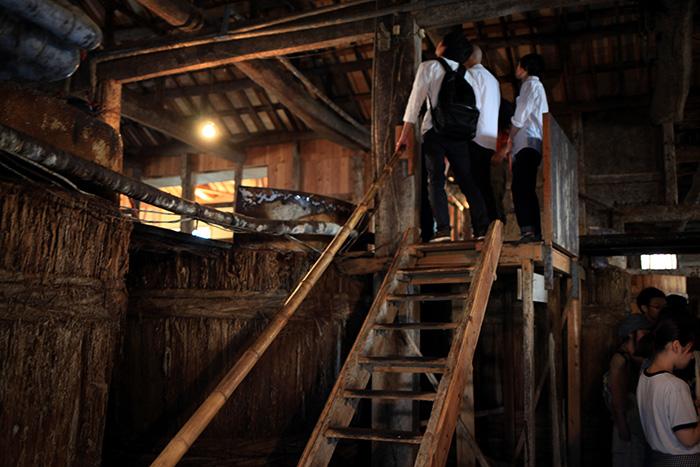 梯子をあがって、樽の様子を見学。