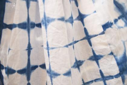 こちらは青と白の組み合わせが涼しげで夏らしいテキスタイル。