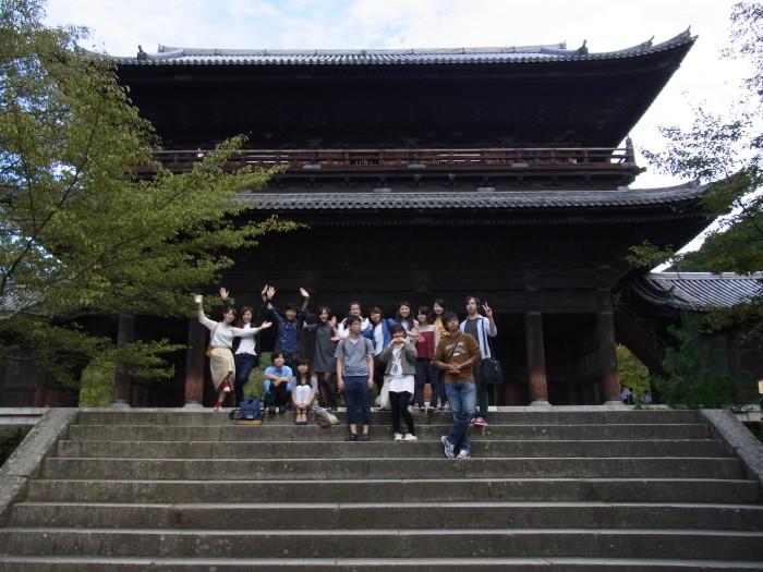 南禅寺三門の前で記念撮影。