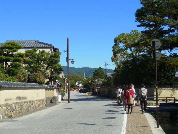 穏やかな上賀茂社家町を歩く