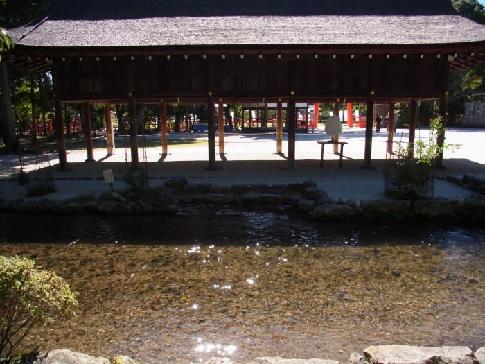 上賀茂神社の境内に流れる明神川