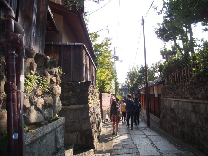 閑静な石塀小路を歩きました。