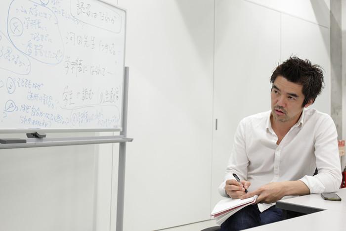 近藤さんにインタビューしてもらいました。メモをとりながら話を聞くところに注目!