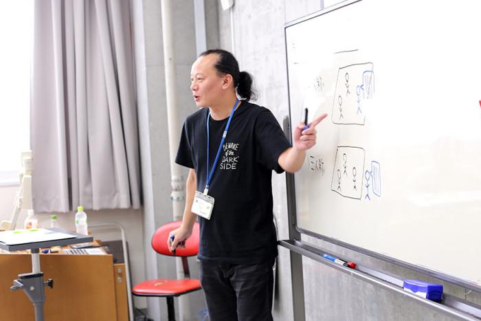 語り手について講義する河田先生