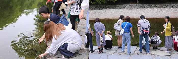 内宮では、五十鈴川(いすずがわ)の川岸でも手を洗います。