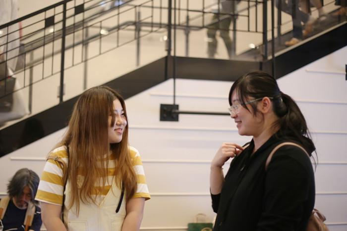 中国からの留学生。終演後楽しそうに話をしていました。