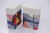 過去最高の厚みとなった『littera 2018』。表紙を担当してくださった、情報デザイン学科の鈴木茉弓さんも卒業展に出品されますので、そちらもどうぞお楽しみ。