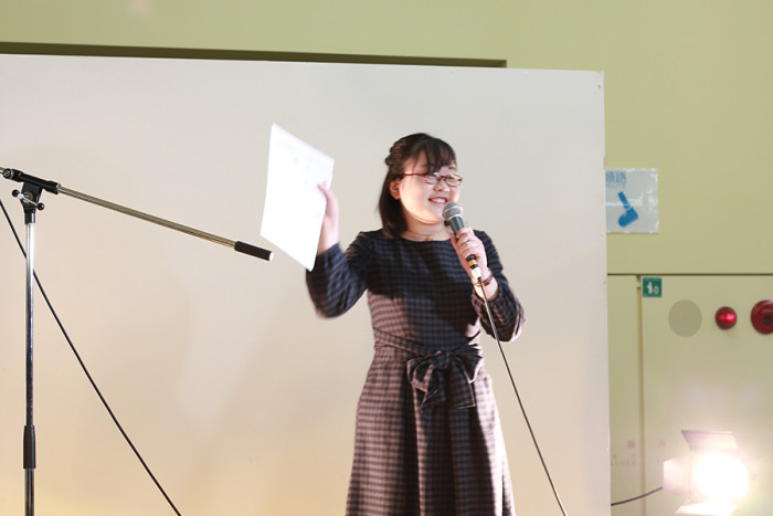 同窓会賞受賞式。「とったど〜!」と喜びとあらわにする工藤瑞妃さん。
