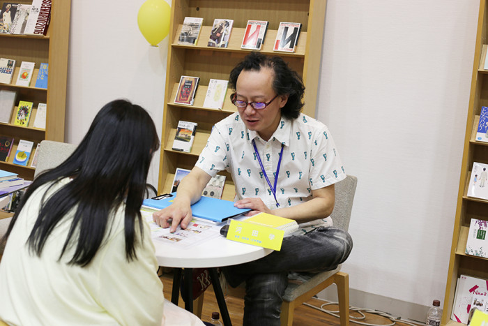 文学研究家で文芸表現学科学科長の河田先生。