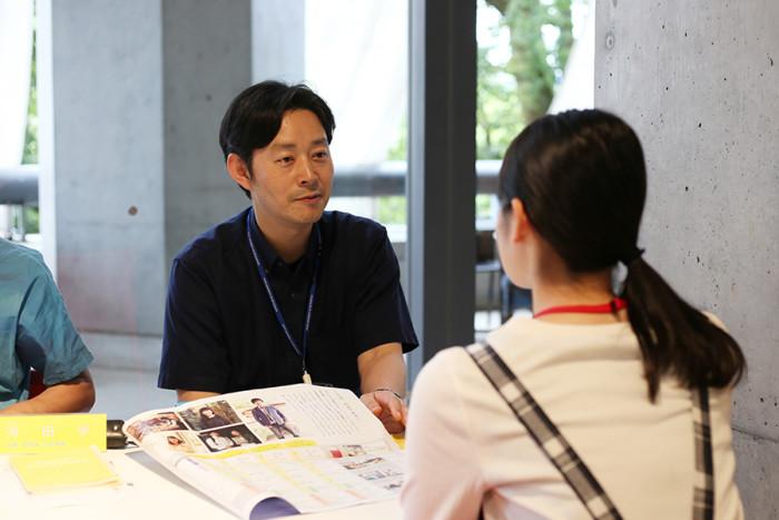 小説家の辻井先生。