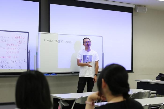 「Storyville 読書会」立ち上げから現在も運営を担っておられる、卒業生で京都蔦屋書店コンシェルジュの鵜飼慶樹先生。