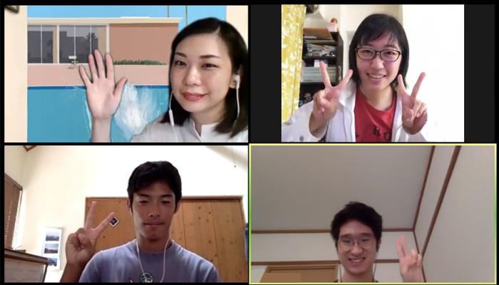 江南亜美子先生と、お互いの作品を読み解き合い、創作の刺激となって「楽しい」と話してくれた受講生の三人。