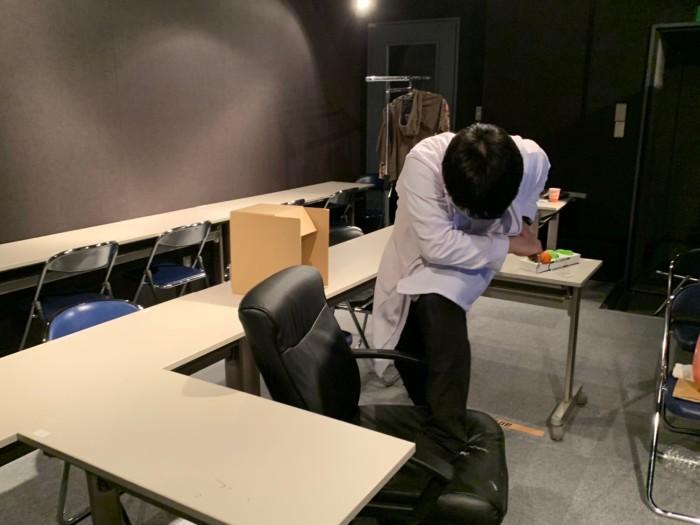 5:ジェスチャーをする杉本駿太