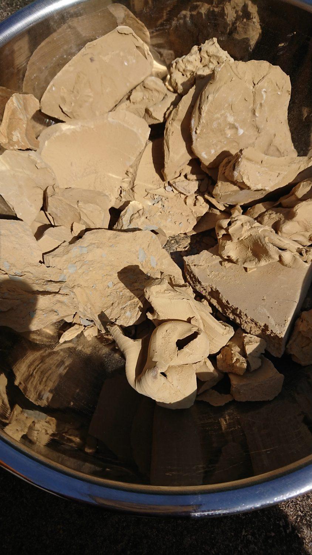 原料の黄土