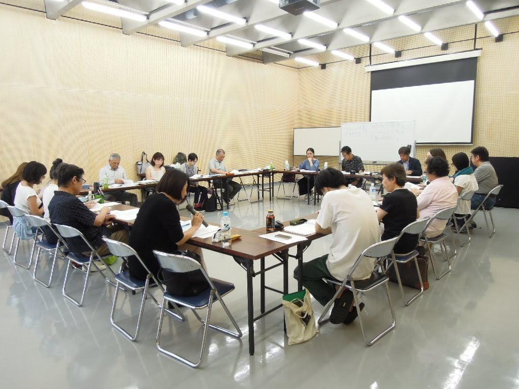 【文芸コース】 白熱の合評スクーリング「論文研究」